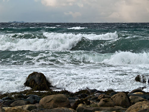 Picture of waves on a rocky coast in Northern Norway
