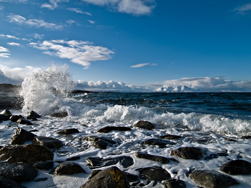 Winter has come to northern Norway - Photo of waves on the coast